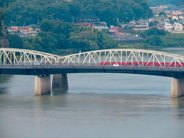 犬山城から見た景色 - 3:犬山橋を渡る名鉄車両