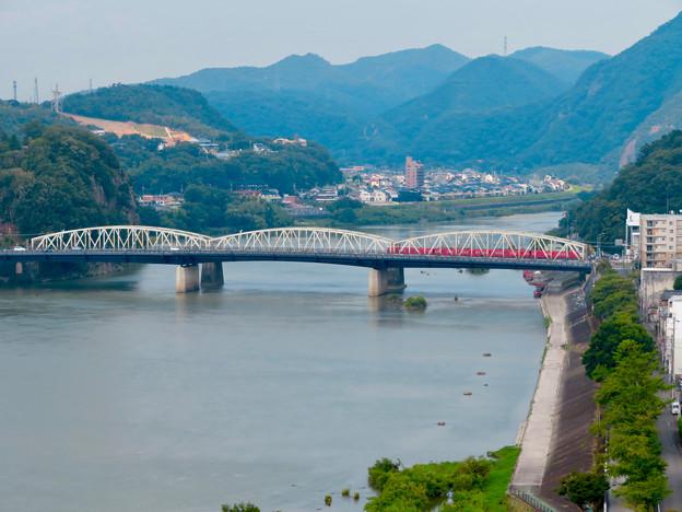 犬山城から見た景色 - 4:犬山橋を渡る名鉄車両