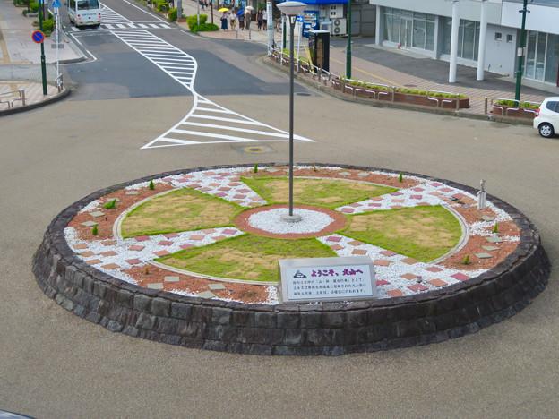上から見た犬山駅前ロータリー中央の花壇 - 1