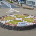 Photos: 上から見た犬山駅前ロータリー中央の花壇 - 1