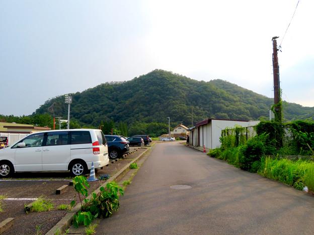 近くから見た伊木山 - 3