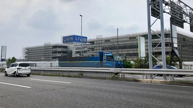 建物全体が足場で覆われた解体工事中のザ・モール春日井(2019年8月19日) - 2