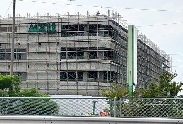 建物全体が足場で覆われた解体工事中のザ・モール春日井(2019年8月19日) - 7