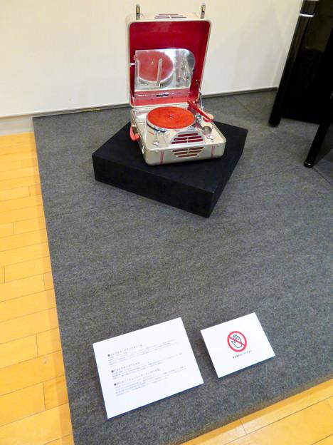 ナディアパーク:ギャラリーで行われてた「Electric Media ラジオの時代」 - 6