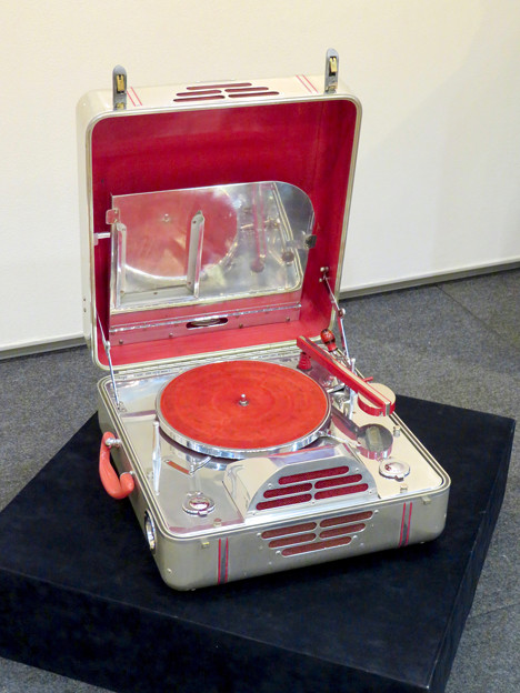 ナディアパーク:ギャラリーで行われてた「Electric Media ラジオの時代」 - 7