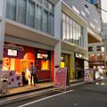 大須中公設市場跡地にオープンしたばかりの商業施設「マルチナボックス」 - 13:1階の路地沿いの飲食店