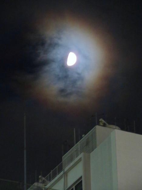 名鉄百貨店の上で輝いていた半月 - 3