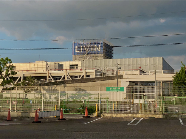 Photos: 解体工事中の旧ザ・モール春日井(2019年9月17日):国道19号側が全面シートで覆われる - 1