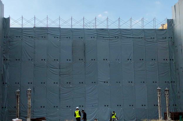 Photos: 解体工事中の旧ザ・モール春日井(2019年9月17日):国道19号側が全面シートで覆われる - 4