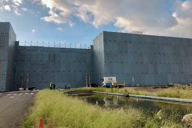 解体工事中の旧ザ・モール春日井(2019年9月17日):国道19号側が全面シートで覆われる - 3
