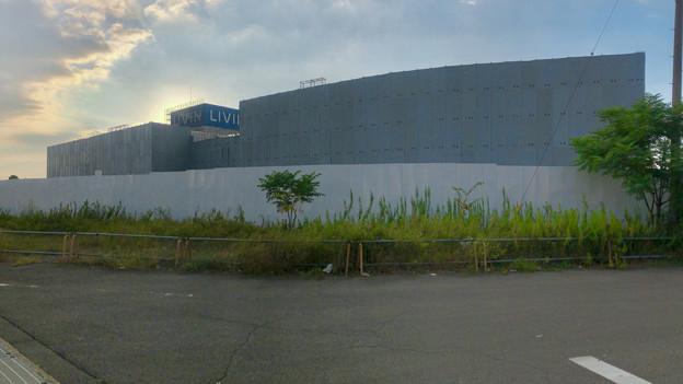 解体工事中の旧ザ・モール春日井(2019年9月17日):国道19号側が全面シートで覆われる - 8(パノラマ)