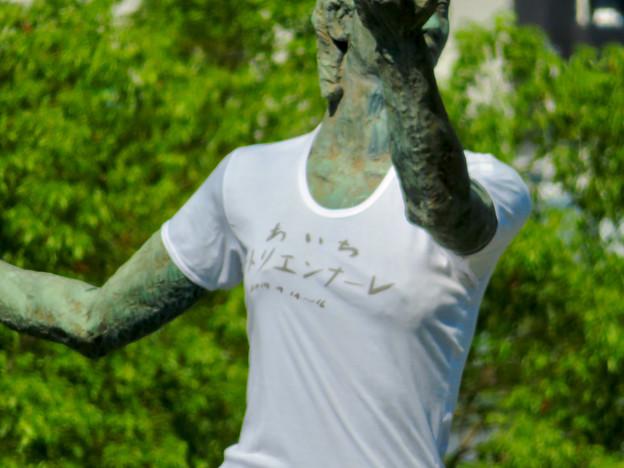 錦通と久屋大通公園の噴水上彫像に「あいちヒトリエンナーレ」と書かれたTシャツが着せられる!? - 9