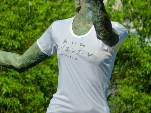錦通と久屋大通公園の噴水上彫像に「あいちヒトリエンナーレ」と書かれたTシャツが着せられる!? - 11