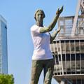 Photos: 錦通と久屋大通公園の噴水上彫像に「あいちヒトリエンナーレ」と書かれたTシャツが着せられる!? - 16