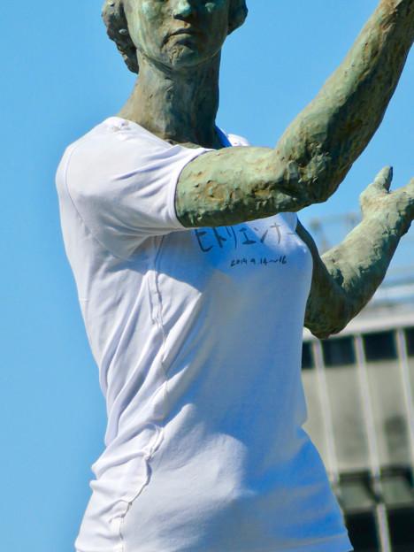 錦通と久屋大通公園の噴水上彫像に「あいちヒトリエンナーレ」と書かれたTシャツが着せられる!? - 17
