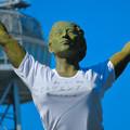 Photos: 錦通と久屋大通公園の噴水上彫像に「あいちヒトリエンナーレ」と書かれたTシャツが着せられる!? - 20