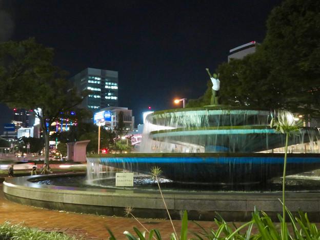 錦通と久屋大通公園の噴水上彫像に「あいちヒトリエンナーレ」と書かれたTシャツが着せられる!? - 24