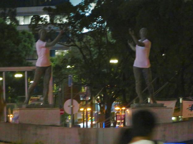 錦通と久屋大通公園の噴水上彫像に「あいちヒトリエンナーレ」と書かれたTシャツが着せられる!? - 26