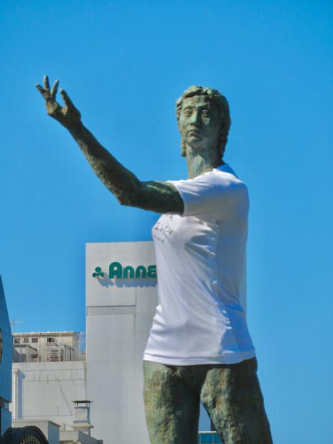 錦通と久屋大通公園の噴水上彫像に「あいちヒトリエンナーレ」と書かれたTシャツが着せられる!? - 22
