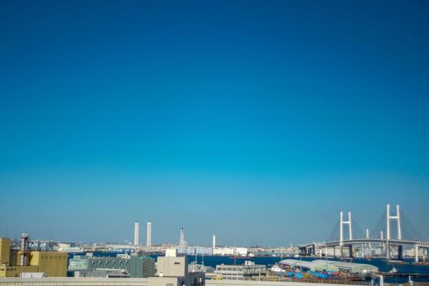 突き抜ける青い空