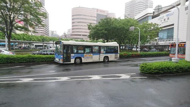 雨の千葉駅東口と千葉海浜バス