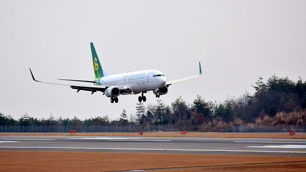 JA03GR_春秋航空B-737-2
