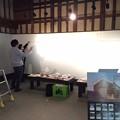 写真: 四国村旧丸亀藩御用蔵で街角遺産展の設営。さすがに3人で設営は 時間...