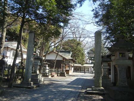 鳥居はないが縦日本の柱がある