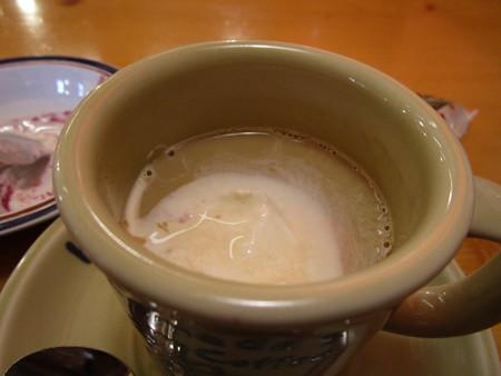 カフェオレにアイスを入れてみた