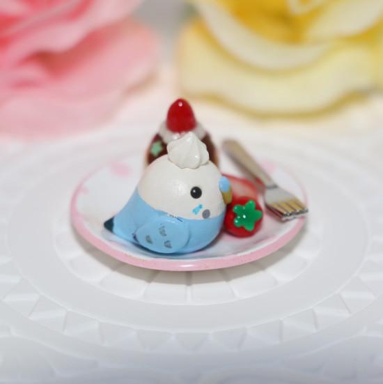 n012ミニチュア/いちごカップケーキプレート/セキセイ・ブルー(横1)
