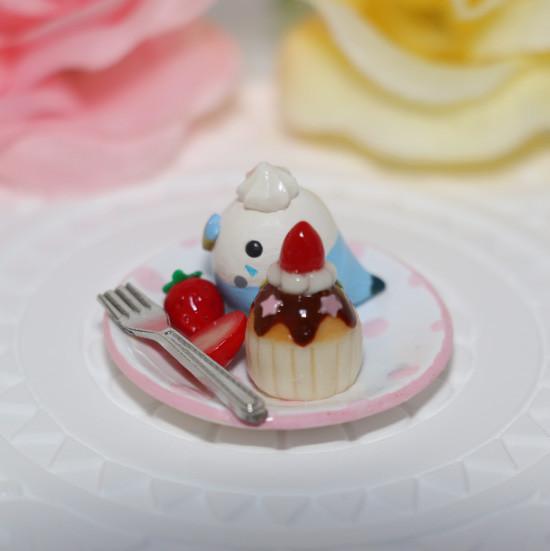 n012ミニチュア/いちごカップケーキプレート/セキセイ・ブルー(横2)
