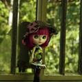 赤紫の髪色の子