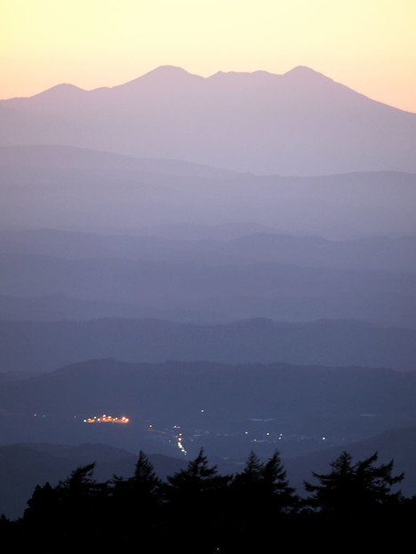 夕暮れの北八甲田連峰