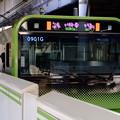 写真: E235系電車