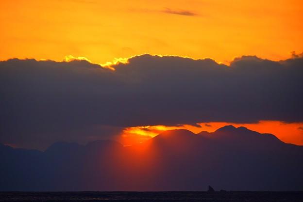 写真: 夕方の光芒@湘南・鵠沼海岸 #湘南 #藤沢 #海 #波 #surfing #wave #mysky