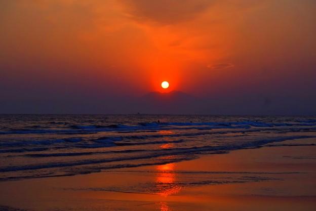 日没間際の湘南・鵠沼海岸 #湘南 #藤沢 #海 #波 #wave #surfing #mysky #beach