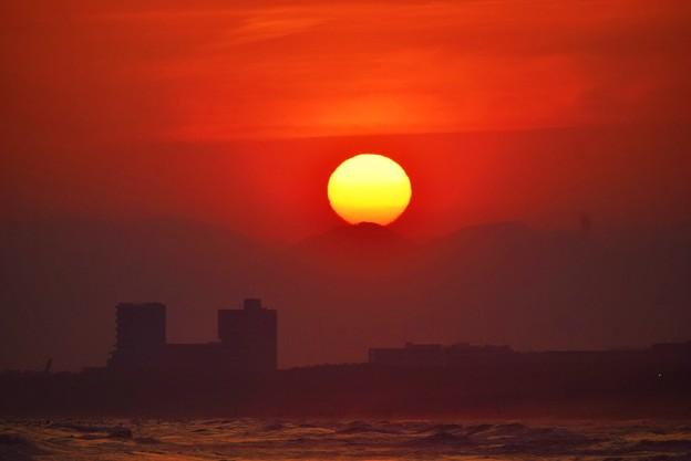 間も無く日没を迎える湘南・鵠沼海岸 #湘南 #藤沢 #海 #波 #wave #surfing #mysky