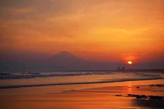 日没の瞬間と富士山@湘南・鵠沼海岸 #湘南 #藤沢 #海 #波 #wave #surfing #mysky #fujisan #mtfuji #富士山