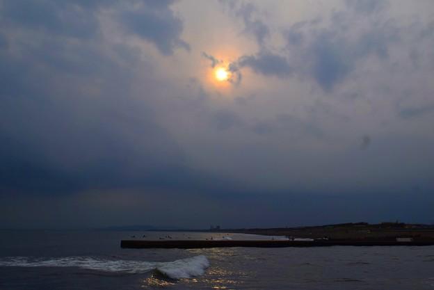 雲中の夕日@湘南・鵠沼海岸 #湘南 #藤沢 #海 #波 #wave #surfing #mysky #beach