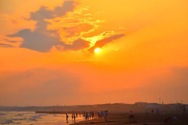 日没を迎える湘南・鵠沼海岸 #湘南 #藤沢 #海 #波 #wave #surfing #mysky #beach