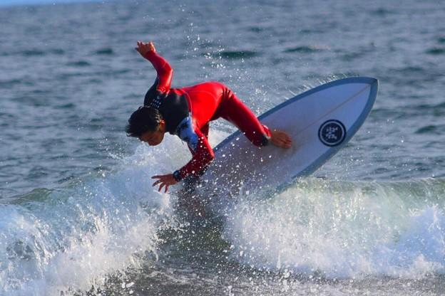 夕方の湘南・鵠沼海岸の波はももから腰サイズ #湘南 #藤沢 #海 #波 #wave #surfing #mysky #beach