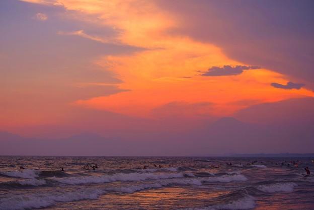 夕闇迫る湘南・鵠沼海岸 #湘南 #藤沢 #海 #波 #wave #surfing #mysky