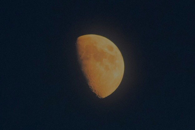 月齢8の上弦の月@湘南・鵠沼海岸 #湘南 #藤沢 #海 #波 #wave #surfing #mysky #月 #moon