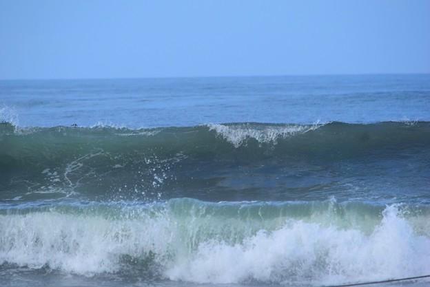 今朝の湘南・鵠沼海岸の波は腹から胸サイズ #湘南 #藤沢 #海 #波 #wave #surfing #mysky #beach