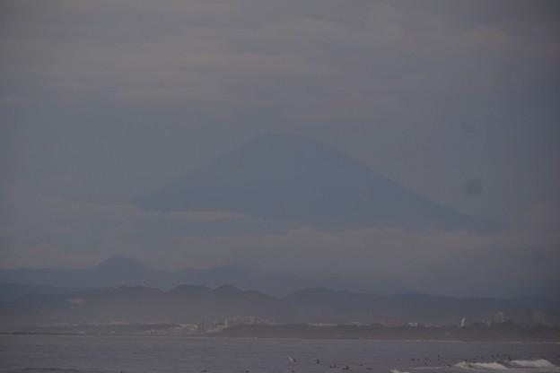 ぼんやり雲に浮かぶ湘南・鵠沼海岸 #湘南 #藤沢 #海 #波 #wave #surfing #wave #mysky #beach #富士山 #fujisan #mtfuji