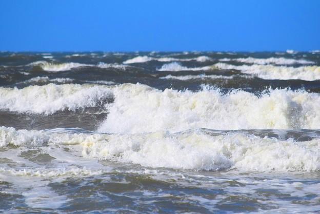 けさの湘南・鵠沼海岸の波は腹から胸サイズ #湘南 #藤沢 #海 #波 #wave #surfing #mysky #beach