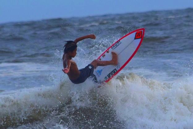 夕方の湘南・鵠沼海岸の波は腹から胸サイズ #湘南 #藤沢 #海 #波 #wave #surfing #mysky #beach #shonan