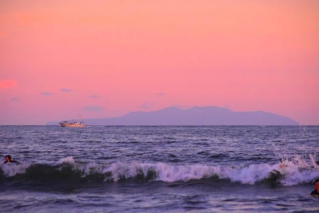 湘南・鵠沼海岸からの伊豆大島 #湘南 #藤沢 #海 #波 #wave #surfing #mysky #伊豆大島