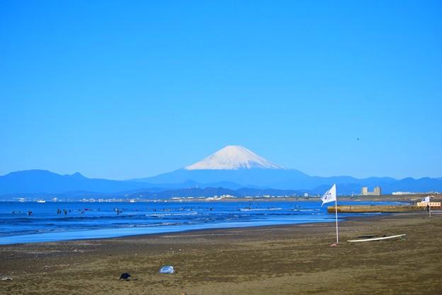 写真: 冠雪部分が一気に増えた湘南・鵠沼海岸からの富士山 #湘南 #藤沢 #海 #波 #wave #surfing #mysky #mtfuji #fujisan #富士山