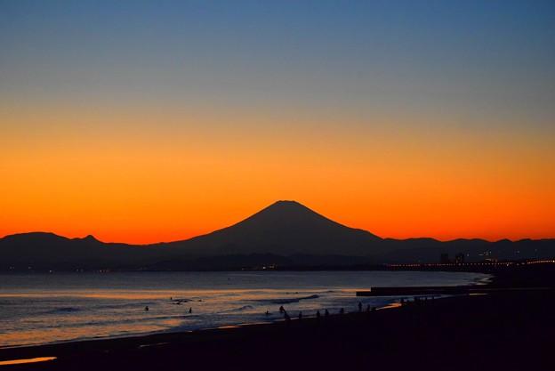 夕闇迫る湘南・鵠沼海岸からの富士山  #湘南 #藤沢 #海 #波 #wave #surfing #mysky #fujisan #mtfuji #富士山